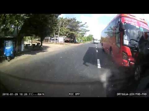 xe khach phuong trang tong duoi xe toyota fortuner 1459566900589 880a9