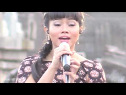 Yura - Berawal Dari Tatap ~ Cinta Dan Rahasia @ Prambanan Jazz 2016 [HD]