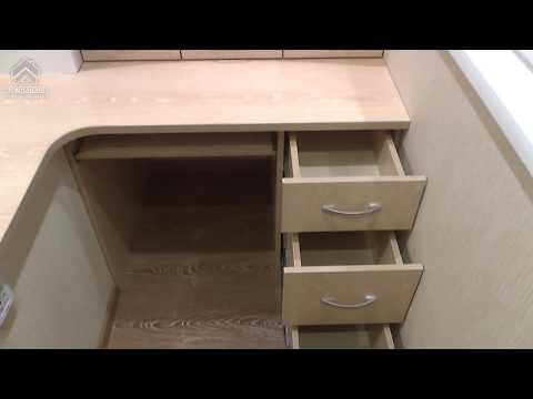 Обустройство на лоджии рабочего кабинета и встроенная мебель.