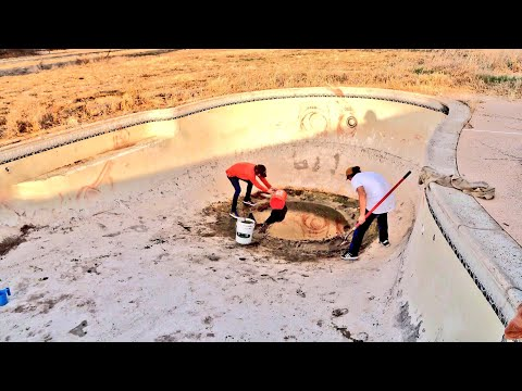 CLEANING ABANDONED POOL TO RIDE! BMX