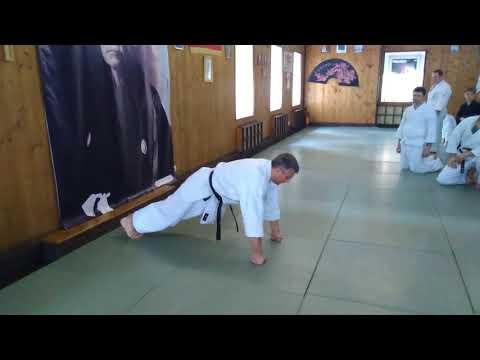 Push-ups in karate Fudokan / Sensei Kulbanskiy 6 dan Fudokan in Moscow Kodokan