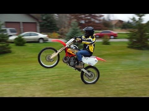 Honda Cr 250 Wheelies!!!
