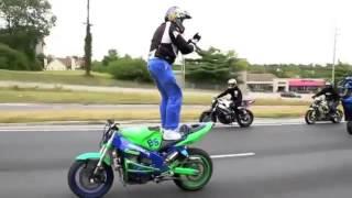 MOTOEXTREME,Мото экстрим(Езда на мотоцикле стоя задом-наперед снимая видео., 2014-11-25T16:34:23.000Z)