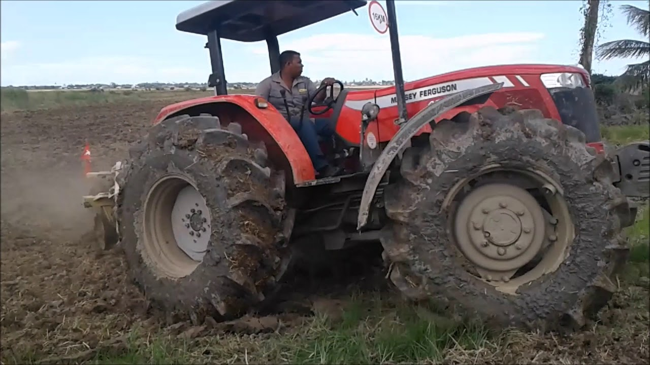 FORD 7710   4WD   97HP Pulling Disc Harrow - YouTube   People Pulling Harrows