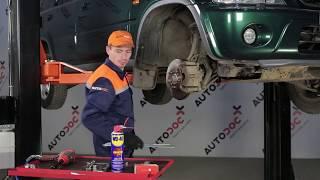 Como mudar Kit de acessórios, pastilhas de travão HONDA CR-V I (RD) - vídeo grátis online