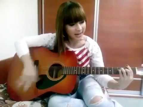 Девушка Поет Супер под гитару