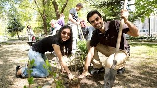ceu students volunteer in urban park for earth day 2015
