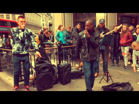 London - Amazing street singer covers