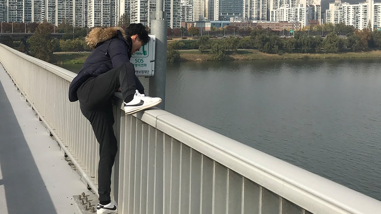 Seeing Man Falling From the Bridge | Would you help me?? (Social Experiment Korea)