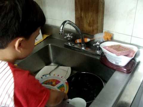 Sebastian ayudando en las labores de la casa youtube - Labores de casa ...