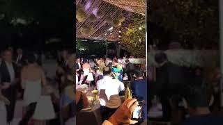 Η ζεστή αγκαλία του Αντώνη Ρέμου στην Μαρινέλλα στην δεξίωση του γάμου !!!