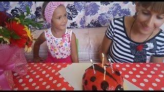 Elifin annesinin doğum günü elif annesi için hazırlık yapıyor