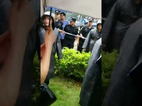 chinese P2P financial refugees protest live show in Shenzhen