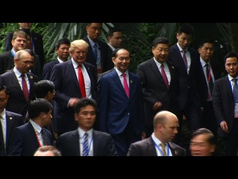 APEC leaders pose for family photo on final day of summit