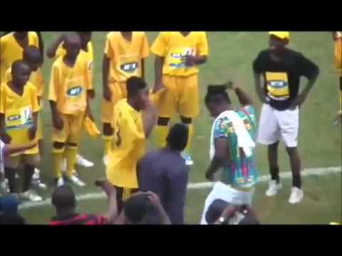 Adebayor vs Gyan : Qui est le meilleur danseur ?