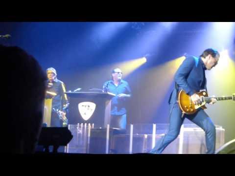 "Joe Bonamassa ""Living On The Moon"" Carre - Amsterdam 10.3.15"