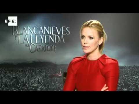 Charlize Theron es una víctima de la belleza en la nueva Blancanieves