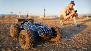 CARRO DE CONTROLE REMOTO QUE CORRE A 80Km POR HORA!! JLB Racing Cheetah Brushless RC Car Truggy