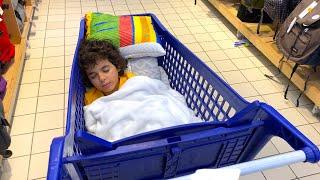 Asleep in a ShoppingTrolley!!!نائم في عربة التسوق _ LES BOYS TV
