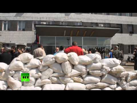 Konstantinovka police station barricaded by pro-federalization forces