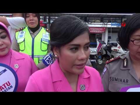Kilas7 TV Batam - Bhayangkari Cabang Barelang Berbagi Helm Gratis Kepada Pengendara