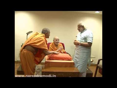 Narendra Modi meets Pramukhswami Maharaj at Swaminarayan Temple