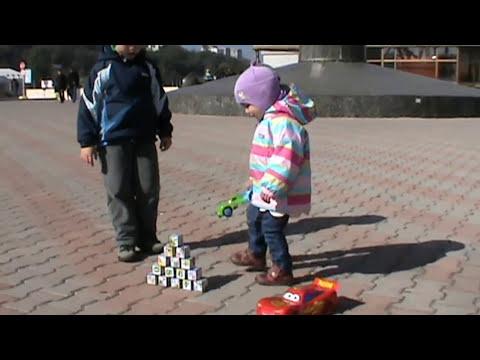 Видео: Тачки машинки Молния Маквин