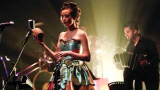 Bésame Mucho- Monsieur Periné (En vivo)