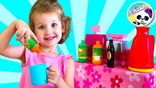 Erika y su hermana juegan con el restaurante   Pretend Play with Kitchen Toys   Toys and Erika