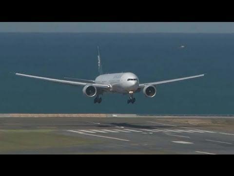 Air New Zealand B777-300ER Arrives At Wellington