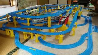 立体で交差したり並走したり、世界一と言われる日本の鉄道網風レイアウ...