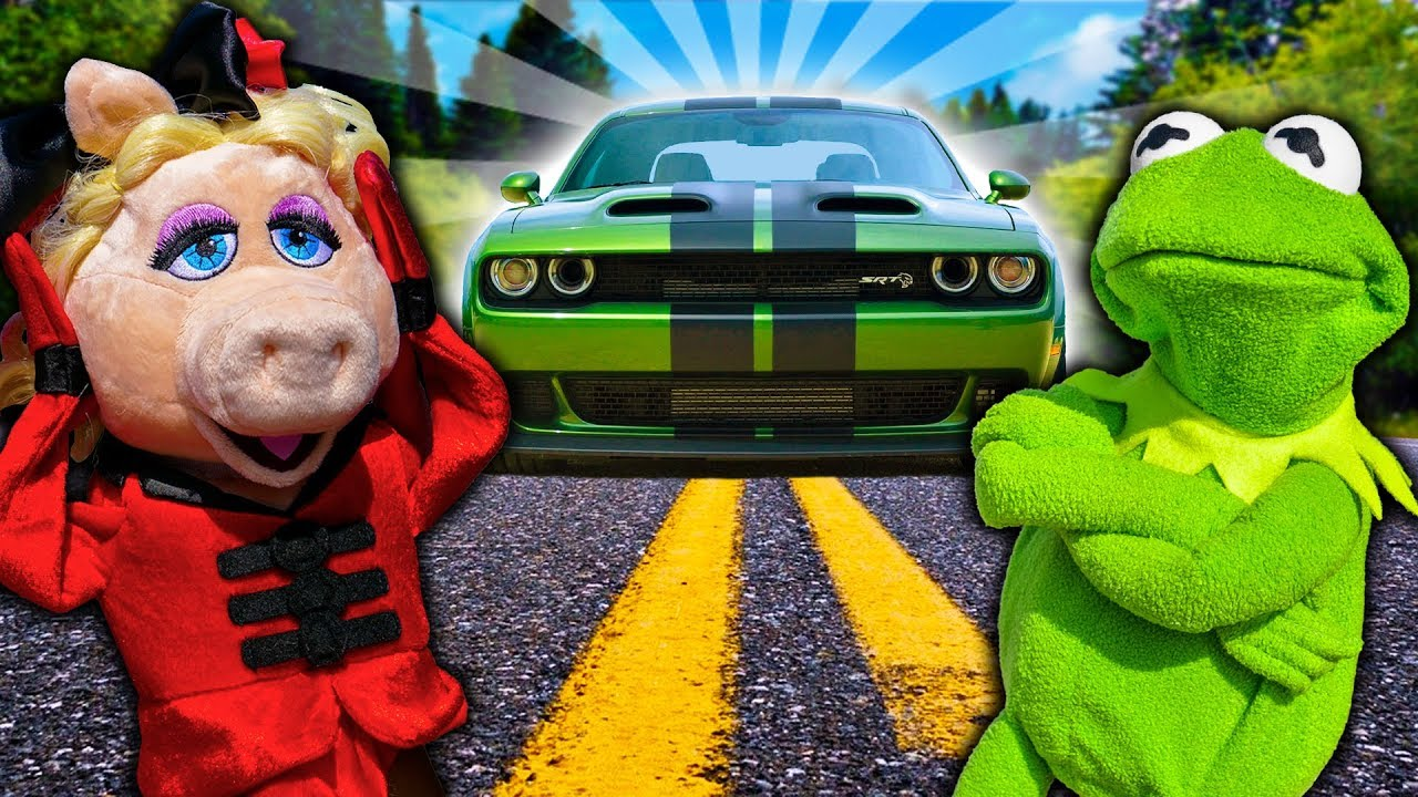 Miss Piggy takes a Ride in Kermit The Frog's NEW Sports Car!