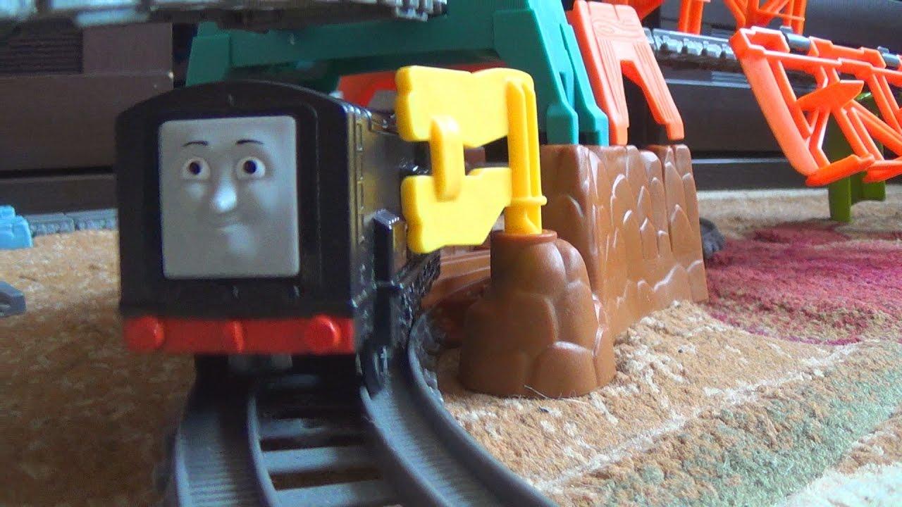 Железная дорога - Игрушки паровозик Томас и его друзья - Видео для детей про поезда
