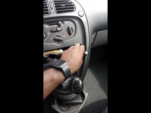 FM RDS COMPATIBLE MP3 TOKAI AUTORADIO LAR-355B AM C