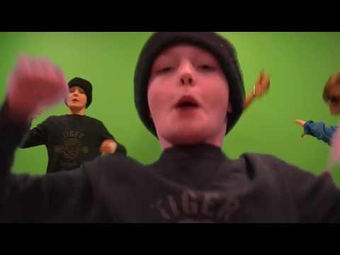 Apan sparkade på Dörren Musikvideo