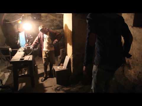 Madagascar Ambatolampy Atelier Clandestin Travail De L'aluminium / Madagascar Labor Work Aluminum