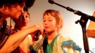 Children singing a song in Occitan