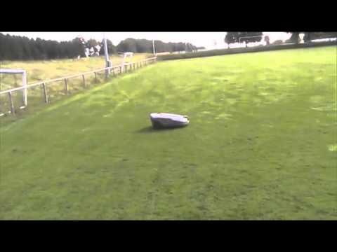 Automower 260acx Einsatz Auf Dem Fussballplatz