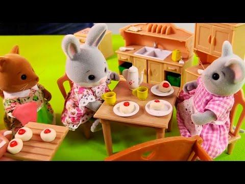Видео для детей: Лепка из пластилина на игрушечной кухне. Развивающие занятия вместе с Village Story