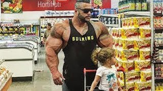 When Bodybuilders Enter A Supermarket
