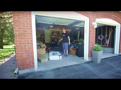CLEAN WITH ME: The Garage (Cleaning Motivation)