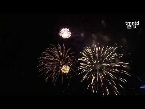 Фейерверк на День города в Тюмени.