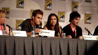 vampire diaries comic con part 10 paul wesley gives a fan his nameplate