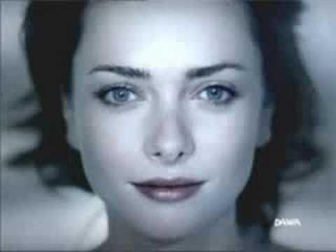 chanson je cherche une femme aux yeux bleus