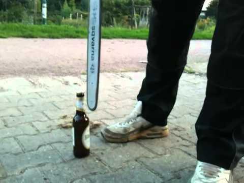 Bier mit Motorsäge öffnen