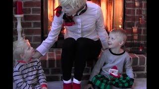 Tilda Tells Her Clones a Christmas Tale