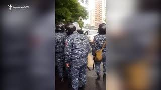 Ոստիկանները բացում են Բաղրամյան պողոտան