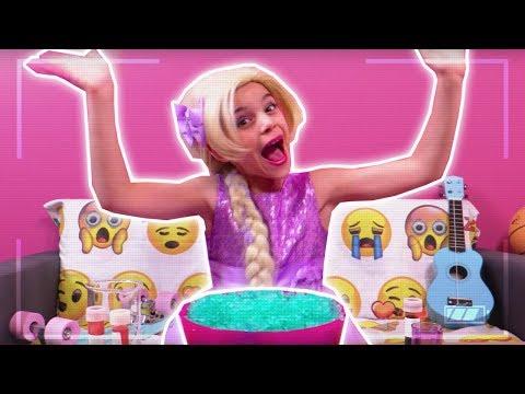 PRINCESS MAKES SLIME - Vlog Challenge: Esme Vs Lilliana - Princesses In Real Life | Kiddyzuzaa