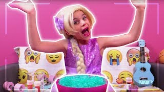 PRINCESS MAKES SLIME - Vlog Challenge: Esme Vs Lilliana - Princesses In Real Life | Kiddyzuzaa
