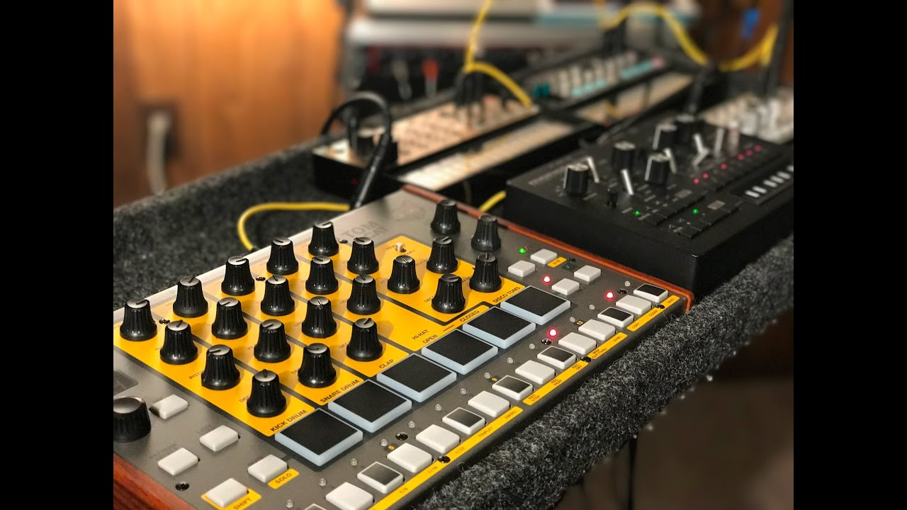 syncing akai tomcat with korg volcas and monotribe analog synth and drum machine jam bass keys. Black Bedroom Furniture Sets. Home Design Ideas